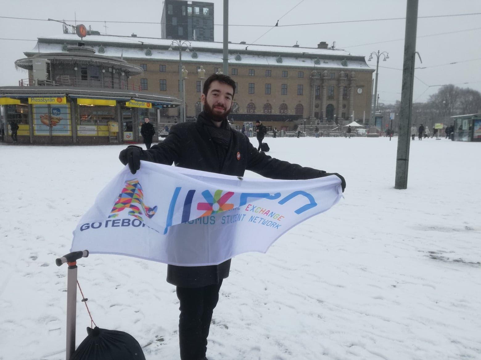 Alexis Brunet avec le drapeau du IESN Goteborg