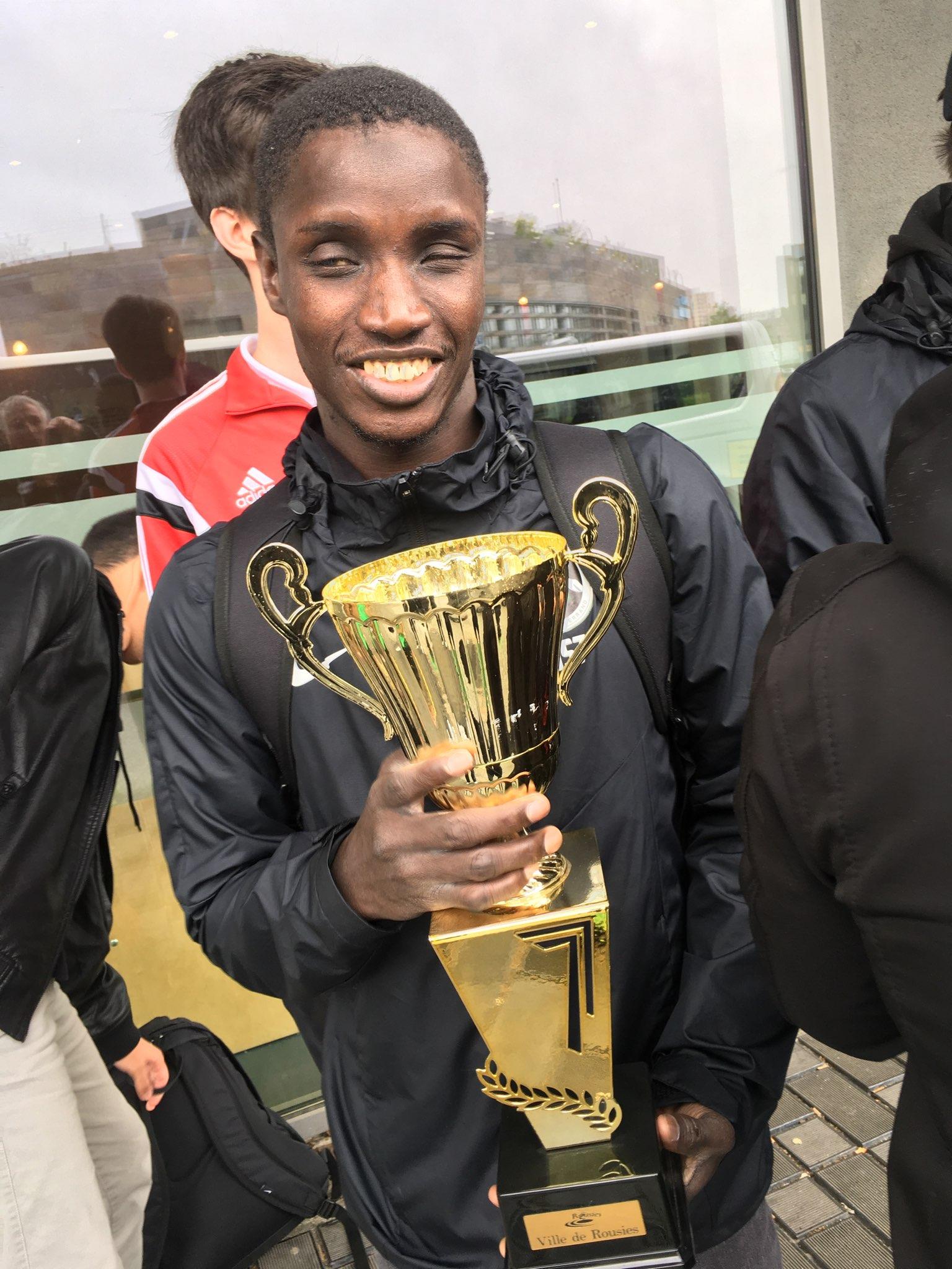 Ousmane Lô présente la Coupe du fairplay